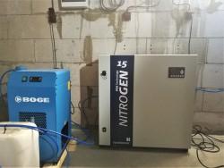 generátoru dusíku Nitrogen 15C s parametry: dodávané množství dusíku 1,45 m3 / hod., výstupní tlak dusíku 5,5 bar (p), čistota dusíku 99,99%